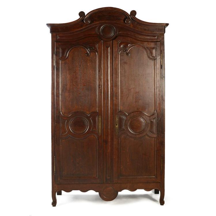 Armario francia siglo xx elaborado en madera tallada de r for Disenos d puertas d madera