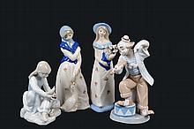 Lote de figuras decorativas. Origen mexicano y español. En porcelana. Algunas con esmalte dorado. Consta de: payaso, otros. Piezas: 4