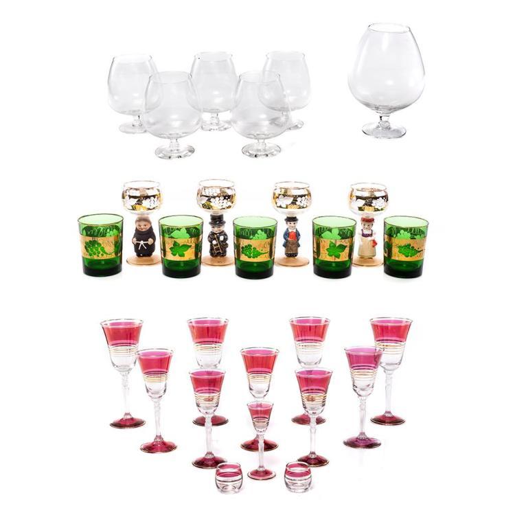 Lote de copas y vasos siglo xx elaboradas en cristal y vid for Vasos copas vidrio