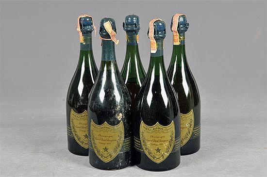 Cuvée Dom Pérignon. Champagne. Francia, Vintage 1964. Capacidad: 750 ml. Total de piezas: 5