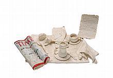 NAOMI SIEGMANN, El desayuno, Firmado. Óleo sobre papel moldeado hecho a mano, 12 x 46 x 32 cm