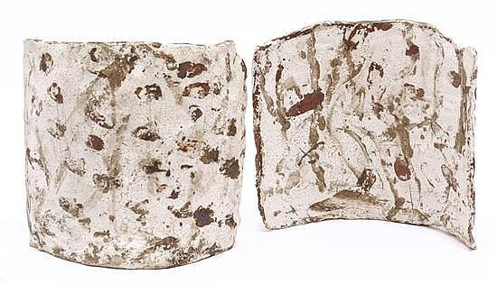 IRMA PALACIOS, Sin título, Una está firmada y fechada 97. Cerámica al rakú, 20 x 20 x 6.5 cm y 19.2 x 20 x 7.5 cm, PIEZAS: 2.