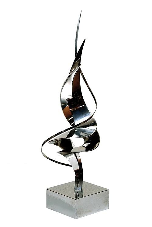 LEONARDO NIERMAN, Sin titulo, Firmada 4 / 6 Escultura en acero inoxidable, 98 x 22 x 22 cm.