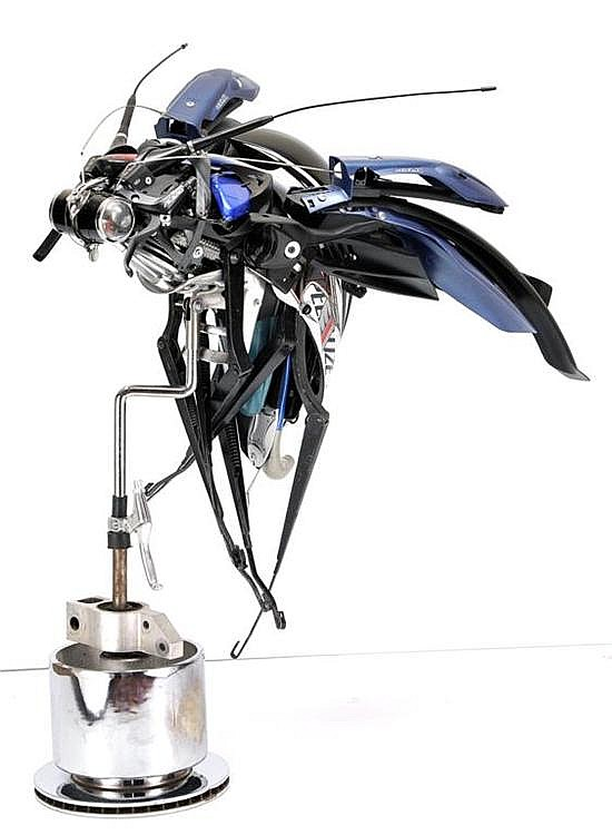 PABLO CASTILLO, Insecto, Firmado y fechado 2010. Ensamble de piezas de motocicletas, 90 x 65 x 70 cm
