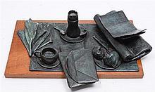 NAOMI SIEGMANN, El desayuno, Firmada y fechada 89. Escultura en bronce con base de madera 1 / 6, 15 x 56 x 40 cm