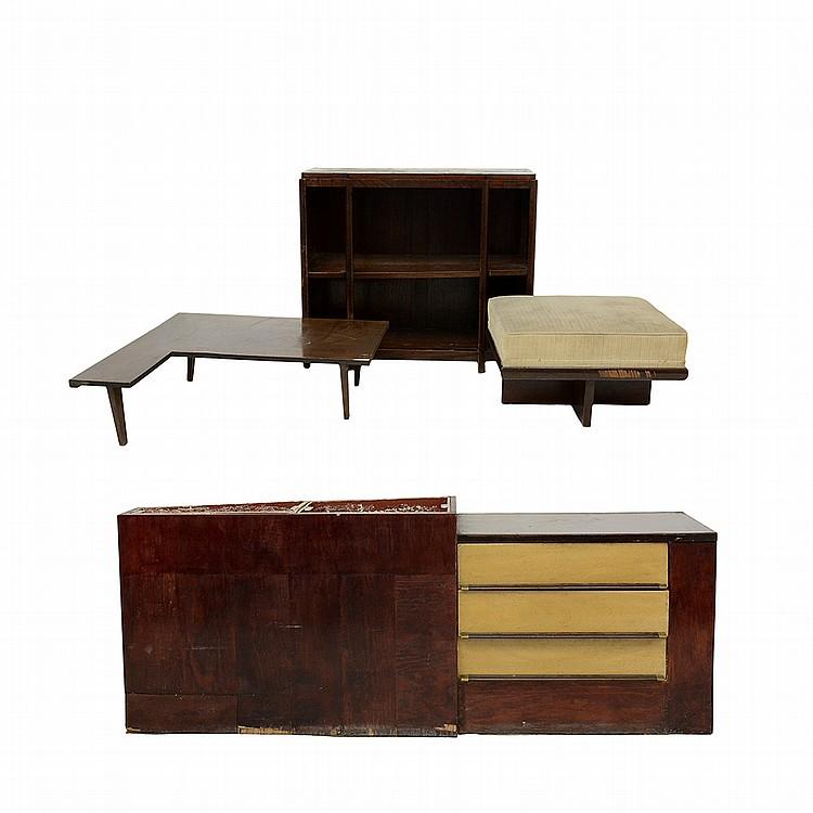 Lote de muebles elaborados en madera consta de a librero for Mesa esquinera madera