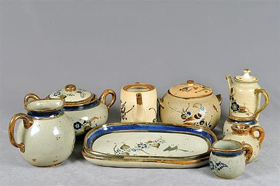 Lote de cerámica de tonalá. Diferentes tamaños y diseños. Decorado con motivos vegetales. Piezas: 10