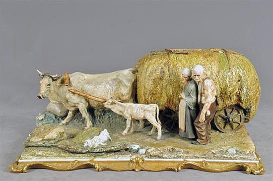 Firma ilegible. Sin título (Ancianos con carreta) Elaborada en porcelana, policromada. Presenta ligeros despostillados y rupturas.