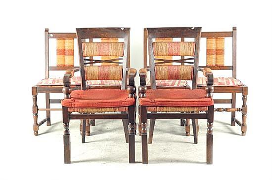 Sillas y sillones. En madera tallada. Diseño con patas delanteras torneadas, chambrana tipo