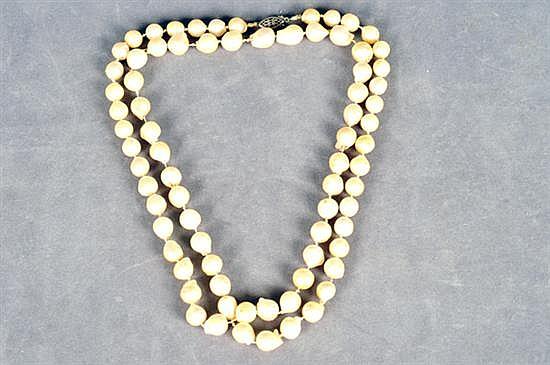 Collar. Elaborado en plata (broche). Diseño con perlas cultivadas. Gramos 71.2