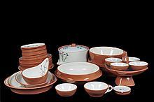Servicio abierto de vajilla. Origen mexicano. Siglo XX. En cerámica esmaltada, color beige y blanco. Con plantas mexicanas. Piezas: 49