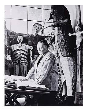 HÉCTOR GARCÍA, Diego Rivera en su estudio en San Ángel, Firmada y fechada c. 40s al reverso. Plata sobre gelatina, 35.4 x 27.8 cm