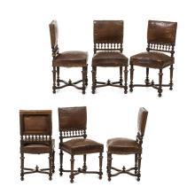 Juego de sillas. Francia. S. XX. Estilo Enrique II. Elaboradas en madera tallada de nogal. Con tapicería de piel. Piezas: 6