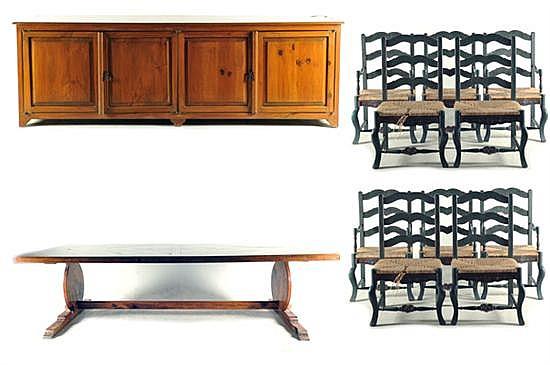 Comedor. Estilo provenzal. Elaborado en madera enchapada. Consta de: a) Trinchador. b) Mesa. c) 6 Sillones y 4 sillas. Piezas: 12
