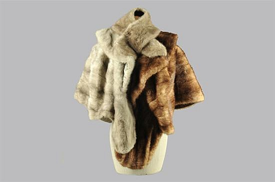 Lote de prendas. Elaboradas en piel de mink. Diferentes tonalidades. Consta de: a) 2 Estolas. Marca Vogue. b) 3 Cuellos. Piezas: 5