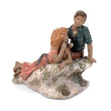 Idilio juvenil. España. Siglo XX. Elaborado en porcelana Nadal, acabado gres. Dimensiones: 29 x 31 x 21 cm.