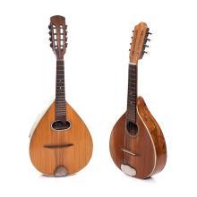 Lote de 2 mandolinas. Siglo XX. Elaboradas en talla de madera banizada. Una marca tarantela.