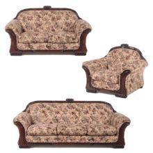 Sala. Siglo XX. Elaborada en madera tallada Con tapicería de tela en motivos florales. Consta de: love seat, sofá de 3 plazas, otro.