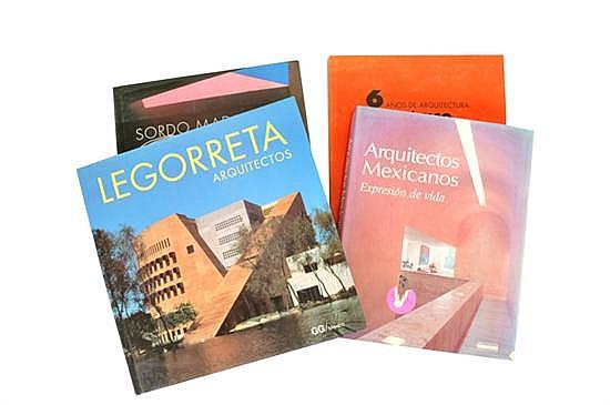 Lote de cuatro libros sobre arquitectura en México. Encuadernados en pasta dura y rústica.