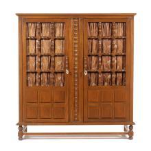 Ropero. Siglo XX. Elaborado en madera tallada. Con 2 puertas abatibles y soportes tipo bollo. Decorado con travesaños compuestos.