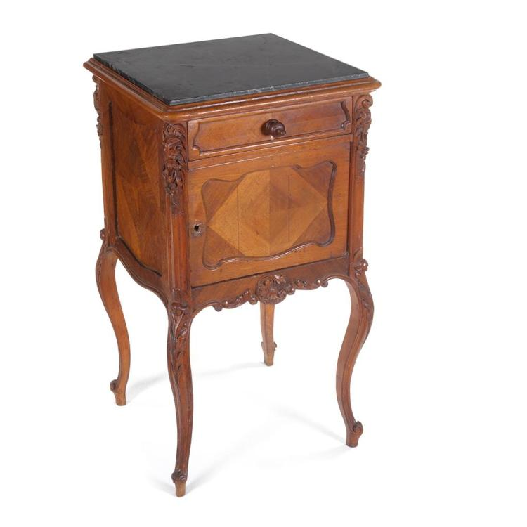 Mesa de noche siglo xx estilo luis xv elaborada en madera for Marmol negro veteado