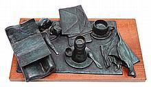 NAOMI SIEGMANN, El desayuno, Firmado y fechado 89. Escultura en bronce con base de madera 1 / 6, 15 x 56 x 40 cm