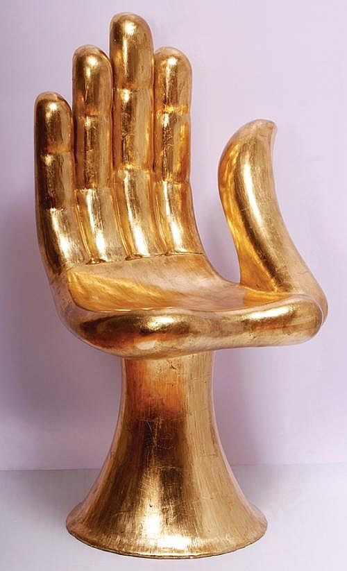 PEDRO FRIEDEBERG, Silla mano, Firmado PF Madera con hoja de oro, 90 alto x 47 ancho cm. Hand Chair, Signed PF, Wood on golden sheet