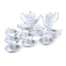Juego de té. Japón. Años 50. Elaborado en porcelana Rose China. Con esmalte dorado. Servicio para 6 personas. Piezas: 17