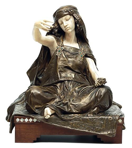 Louis-Ernest Barrias (1841 - 1905). Escuela francesa. Jeune fille de Bou-Saada. Bronce dorado y marfil. Firmada. 33 cm de altura.