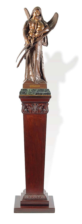 Henri Louis Levasseur (1853 - 1934). Escuela francesa. La Charité. Fundición en bronce. Firmada. 76.5 cm de altura.