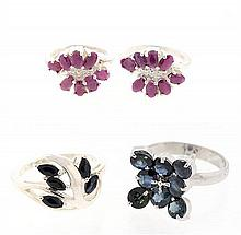 AN ASSEMBLED GROUPING OF RUBY AND SAPPHIRE STERLING SILVER RINGS 4 pieces total