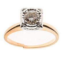 A 14 KARAT GOLD AND DIAMOND SOLITAIRE RING