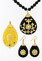 AN INDIAN KUNDAN STYLE NECKLACE, EARRING AND PENDANT SET Very good condition. Four pieces total.