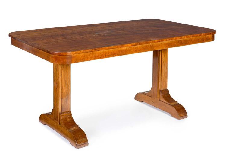 A fine Australian fiddleback blackwood Art Deco dining table : H3952 L117198775 from www.invaluable.co.uk size 750 x 500 jpeg 26kB