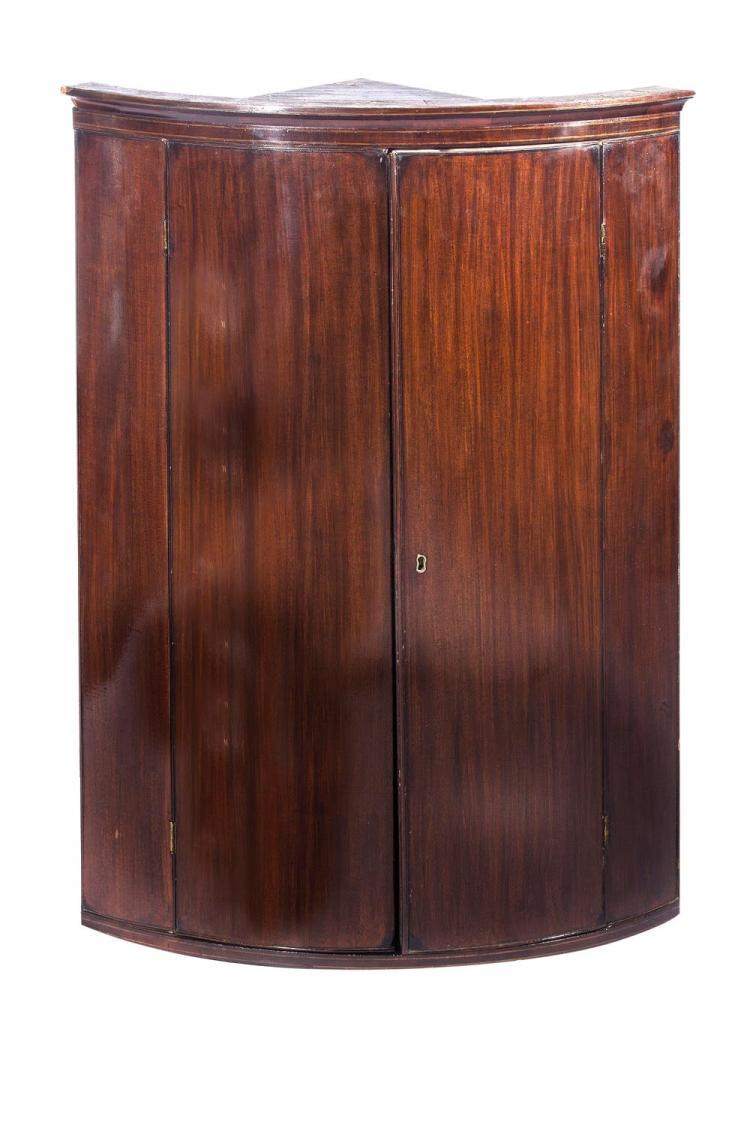 A Georgian mahogany corner cabinet, English, 19th century