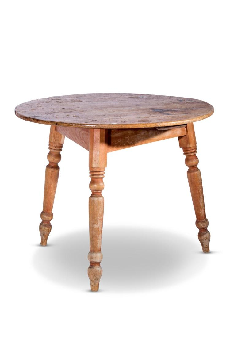 A pine circular occasional table, English, 19th century74 cm high, 91 cm diameter