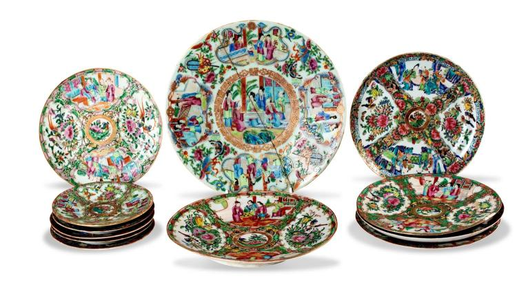 A collection of twelve Chinese porcelain plates