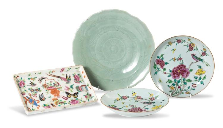 A collection of Chinese porcelain: three dishes and celedon plate