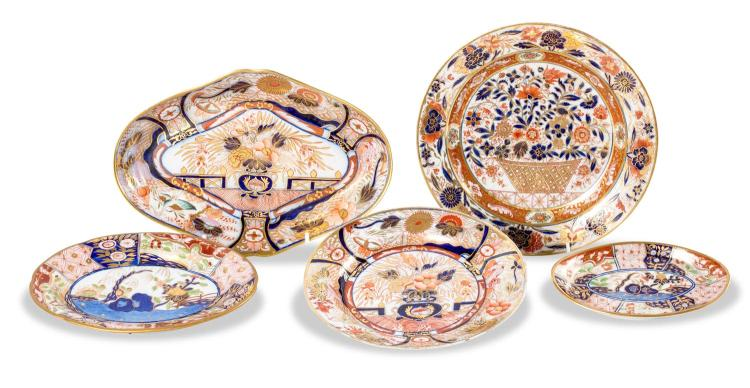 A collection of 5 Imari decorated dishes, English circa 1800-1815