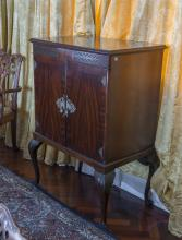 A George II style mahogany cocktail cabinet, first half 20th century122 cm high, 88 cm wide, 60 cm deep