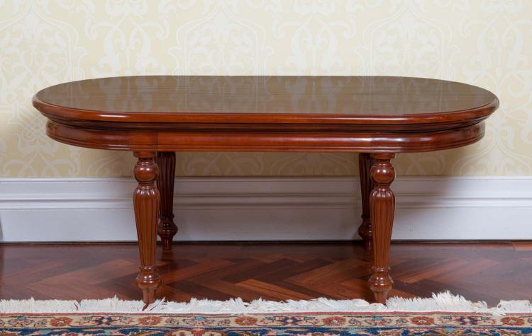 A victorian style oval mahogany coffee table50 cm high 120 for 60s style coffee table