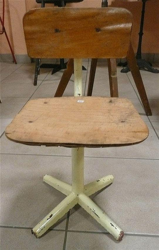 Chaise d 39 enfant tubulaire assise bois acc dans le go t d for Chaise medaillon enfant