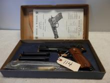 Smith and Wesson Model 52-2  Blue 38 special mid-range  (wadcutter)  SN: A192614 New in Box
