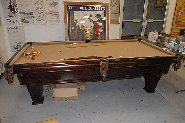 Etonnant Brunswick Ventura 9ft. Pool Table With Tan Cloth And Leather Pockets With  Wall Mounted Counter