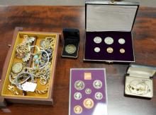 Tray lot of costume jewelry.