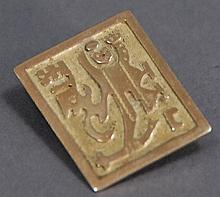 18K gold pin with Egyptian motif, 5.8 grams.