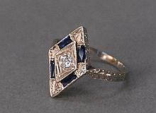 18K white gold lady's ring with sapphire and diamond, 2.7 grams.
