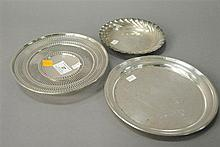 Group of three small sterling plates, 16.9 t oz.