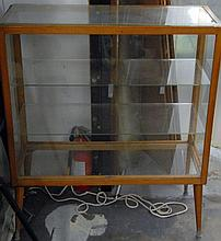 Mid-Century maple and glass showcase, ht. 42 in.; lg. 36 in.; dp. 14 in.