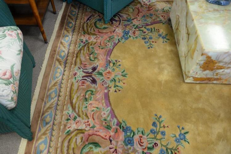 Oriental carpet, 9' x 11'6